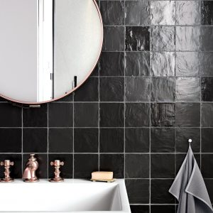 Mallorca 100×100 Black Bathroom v2